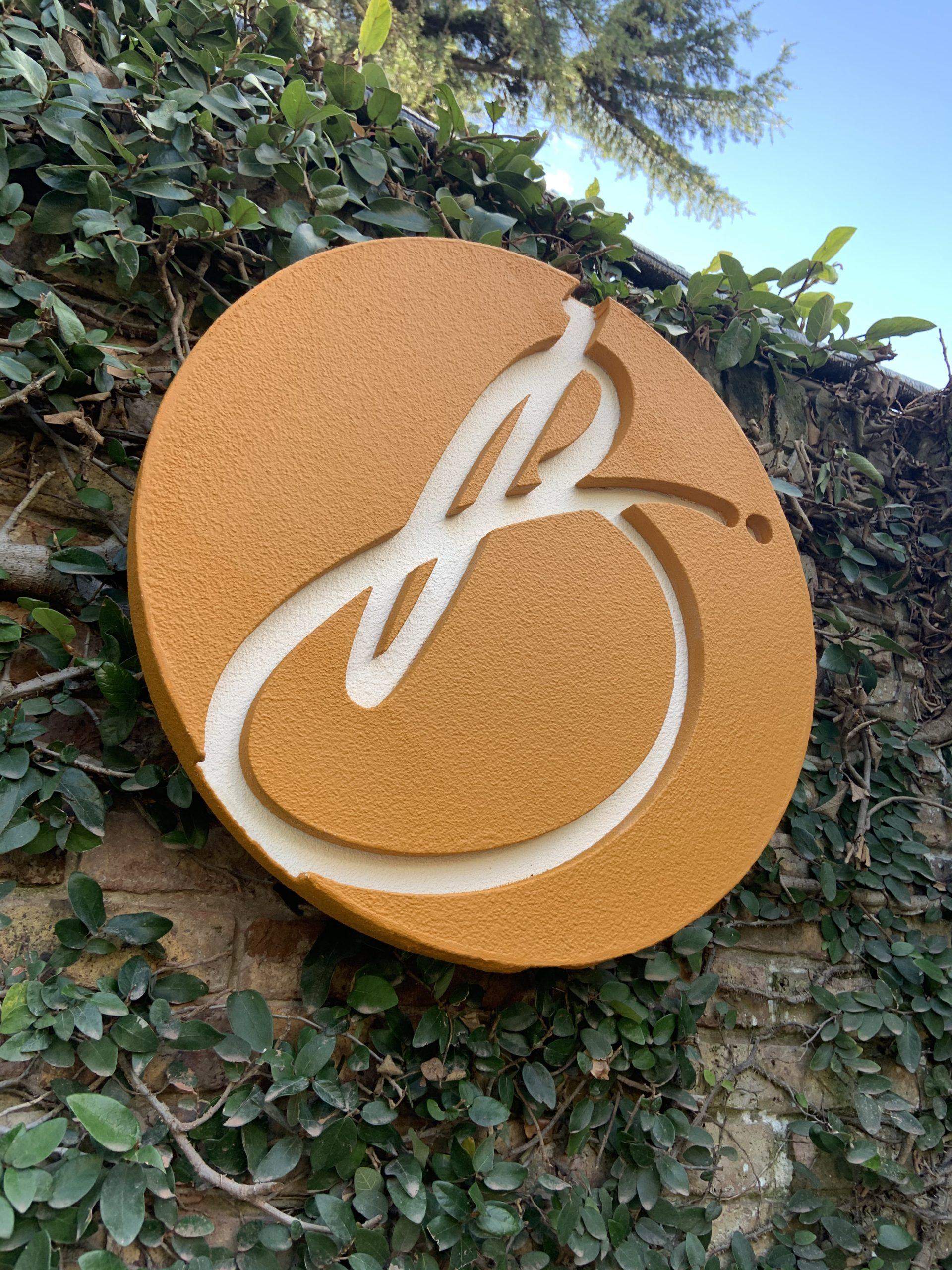 foto externa logo residencia basileasuites